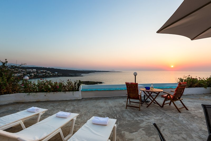 Kalathas Sunset Villa - 3BR Sea View, holiday rental in Kalathas