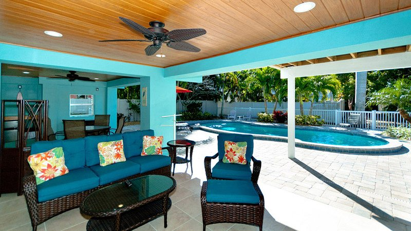Wonderful Outdoor Entertainment Space