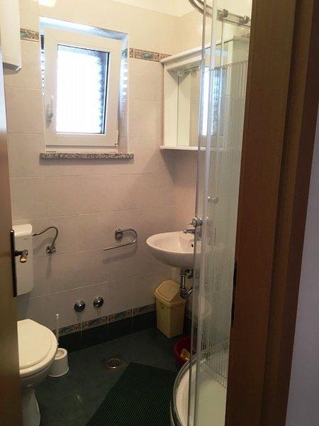 A2 (4 + 1) Prvi kat: Bad mit WC