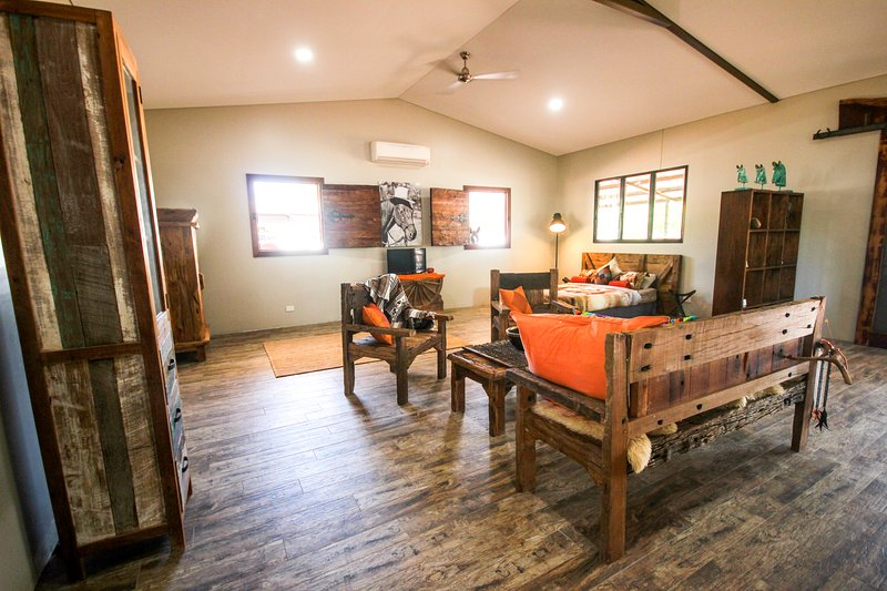 Oakey Downs Retreat - self contained Lodge, vacation rental in Darwin