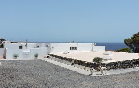 Frontline Apartment just 300 metres from sea, vacation rental in Puerto Calero