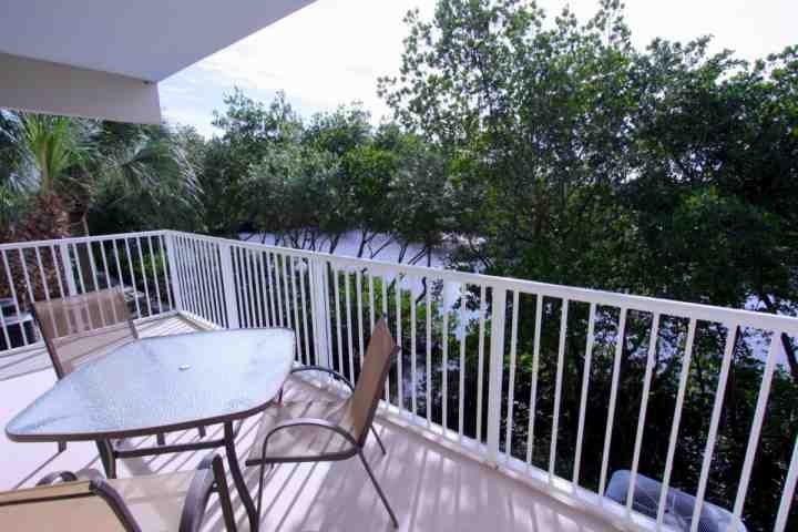 Relaxing Balcony View!