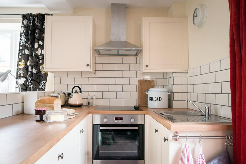 Well equipped fitted kitchen, fan oven, extractor fan, ceramic hob and integrated fridge.