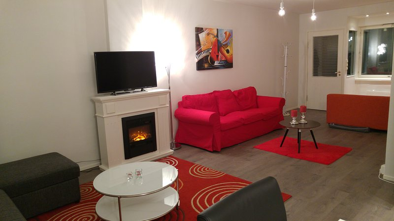 Cozy 55m2 apt. close to metro and big food store, holiday rental in Uusimaa
