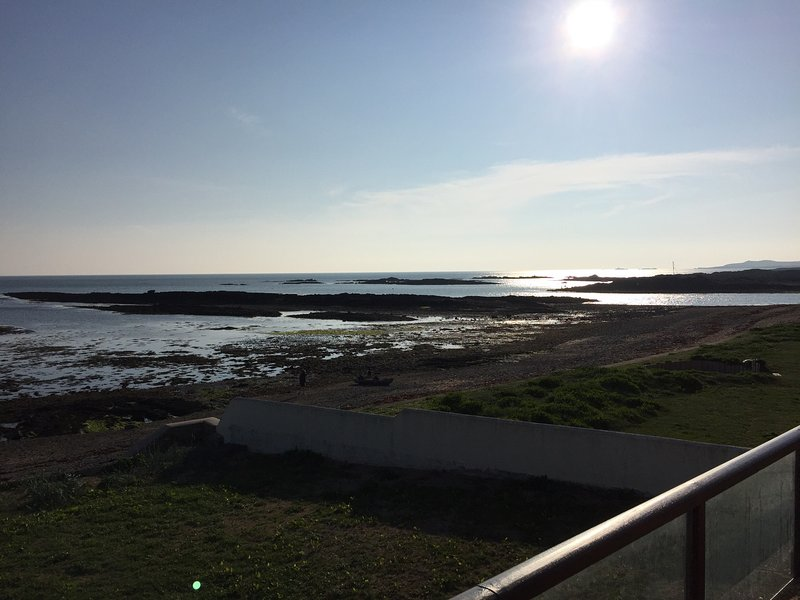 Waterfront Beach Pad, holiday rental in Aberffraw