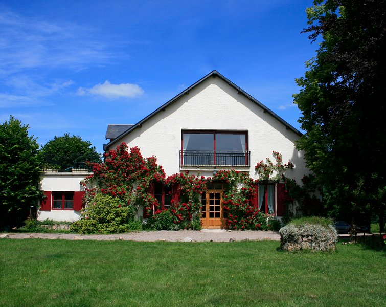 morvan lac des settons  maison des roseaux 15 pers, holiday rental in Diancey