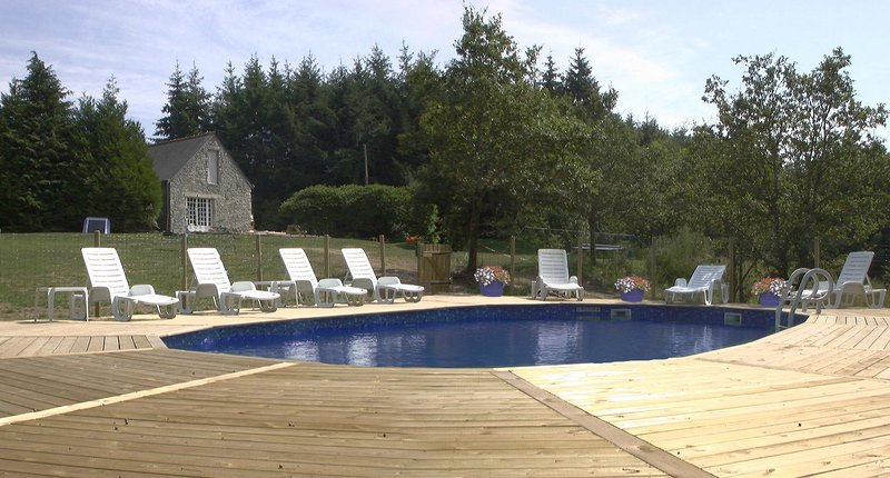 Fantastic Family Friendly Cottages, Brittany, France  Heated Pool & Playbarn, vacation rental in Silfiac
