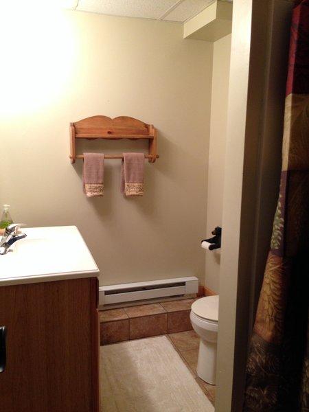 Badrum # 2 med dusch - i källaren
