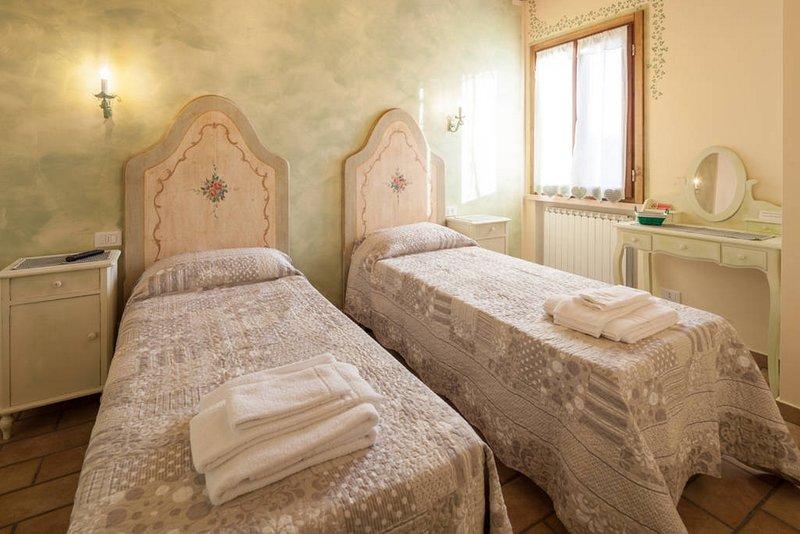 CAMERA EDERA - B&B LA CASA DELLE RONDINI - MANTOVA, casa vacanza a San Benedetto Po