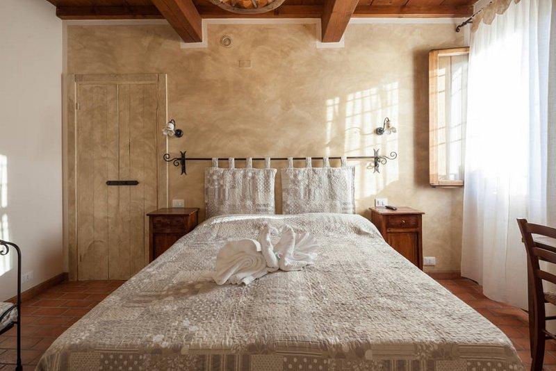 CAMERA FIOR DI LOTO - RONCOFERRARO - MANTOVA, casa vacanza a San Benedetto Po