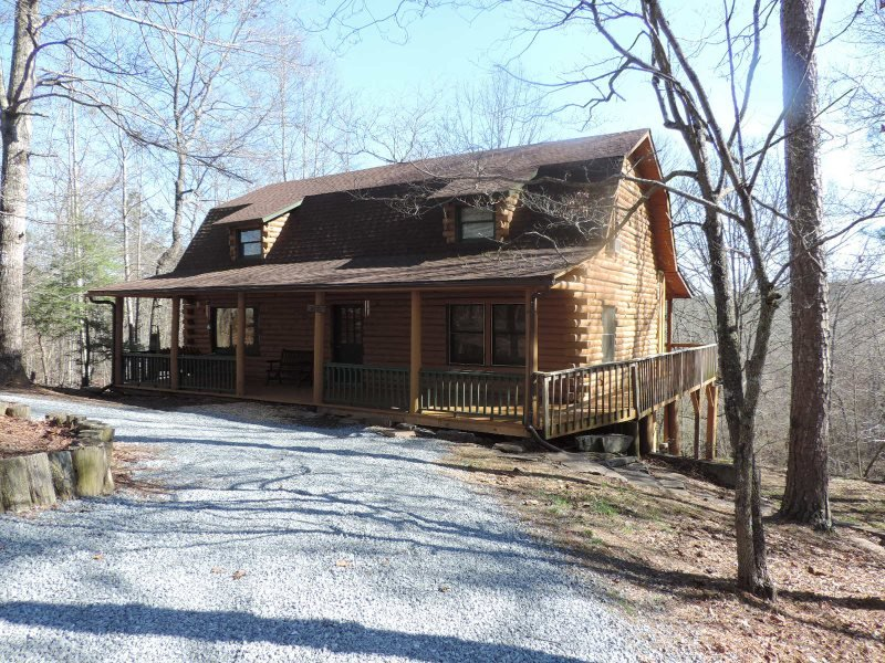 'Simpler Times' - A True Rustic Log Cabin with Game Room, holiday rental in East Ellijay