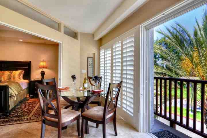 Inside the gates of the Resort - Steps from Spa, vacation rental in Carlsbad