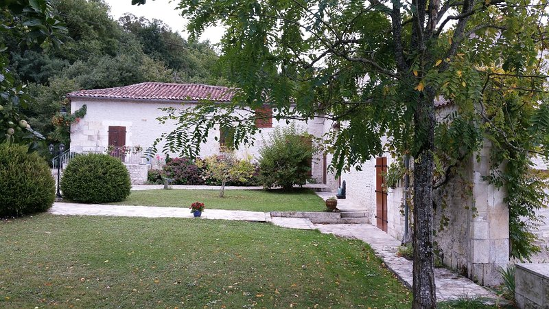 Traditional French farmhouse nr Brantome, holiday rental in Champagne-et-Fontaine