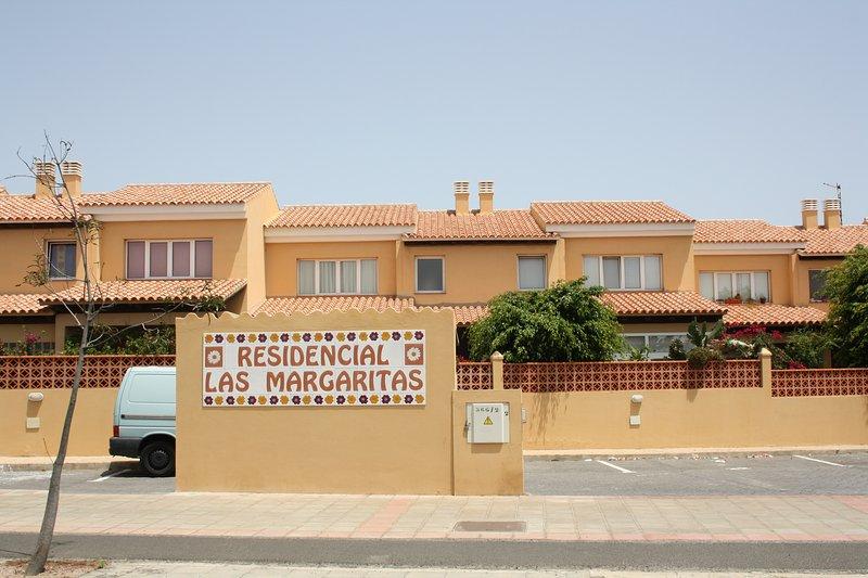 Margaritas residenciales, situados a 100 metros de playas de Corralejo y del centro comercial Campanario