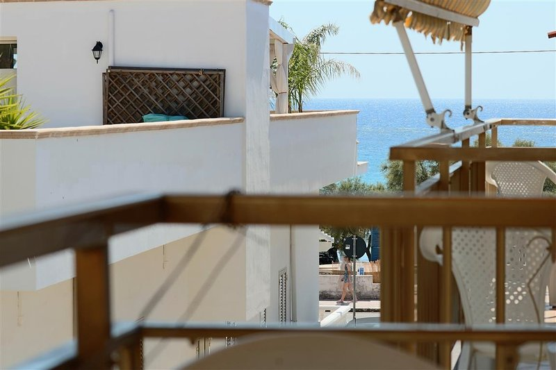 Holiday house in Lido Conchiglie in Gallipoli on the first floor sea view and cl, alquiler vacacional en Lido Conchiglie