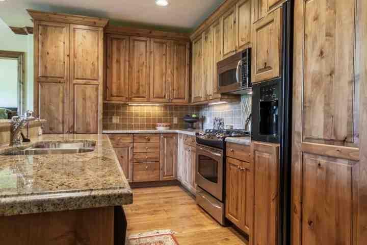 Disfrutar de la creación de las comidas en esta cocina totalmente equipada con encimeras de granito y electrodomésticos de acero inoxidable.