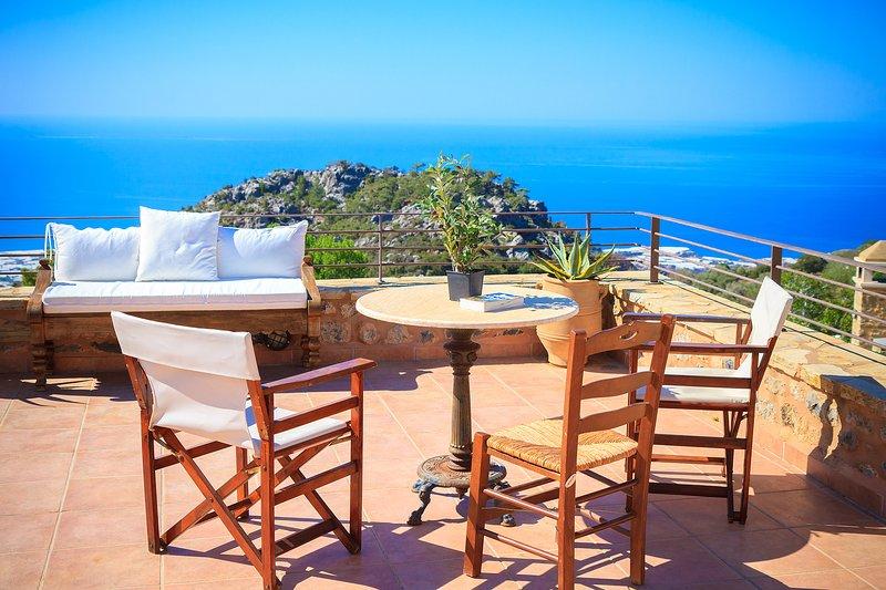 PERSEPHONE ART COUNTRY HOUSE 3 bedrooms, 2 baths,   fantastic sea views, holiday rental in Tertsa