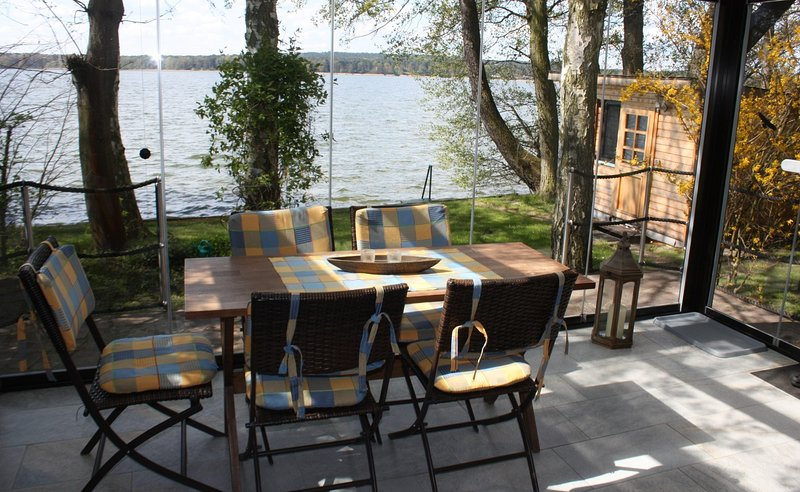 Fisherman's Cottage - Lakeshore Bungalow and adjacent lodge, holiday rental in Unterspreewald
