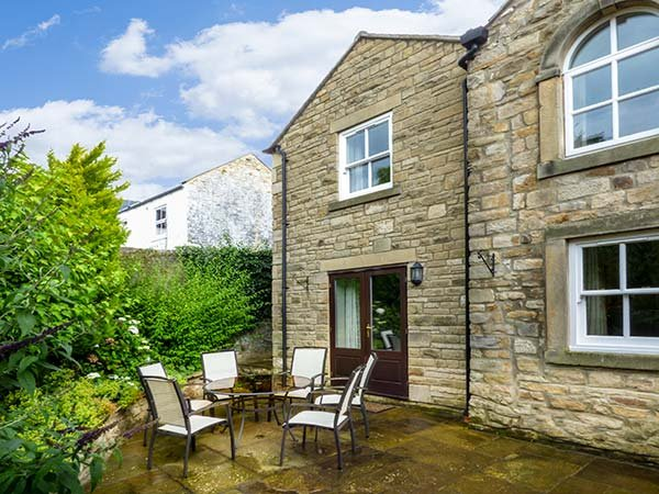 THE CARRIAGE HOUSE, WiFi, off road parking, Barnard Castle, Ref 929734, holiday rental in Barnard Castle