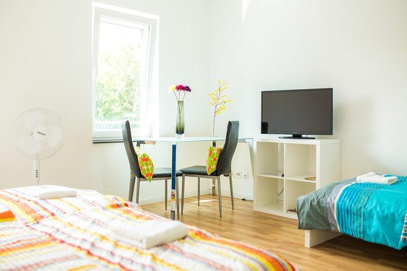 Zimmer 8: 3-Personenzimmer in Degerloch nahe Stadtbahn, aluguéis de temporada em Leinfelden-Echterdingen