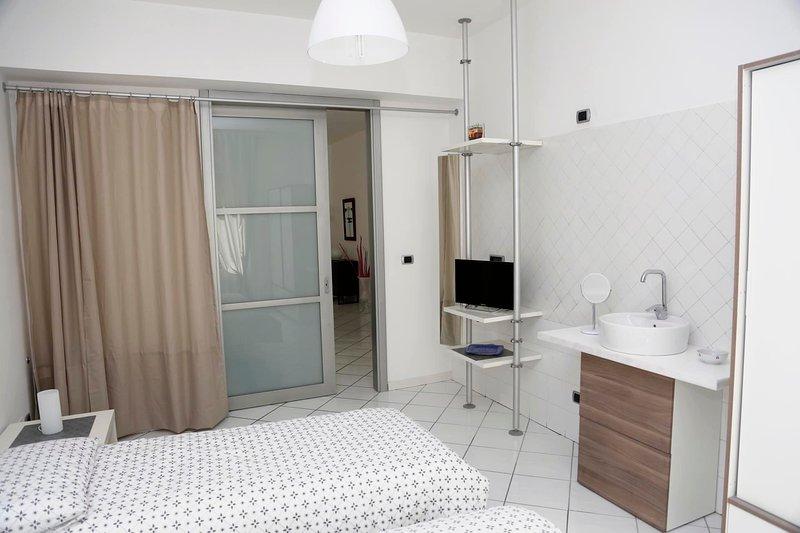 Stanze accoglienti nel centro di Salerno, holiday rental in Arechi