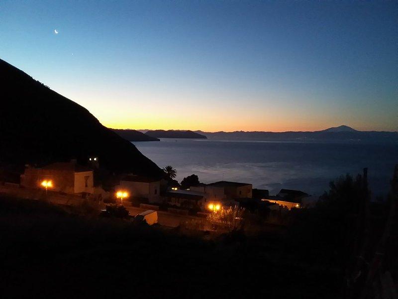 Soggiorno a Salina in stanze indipendenti., holiday rental in Rinella
