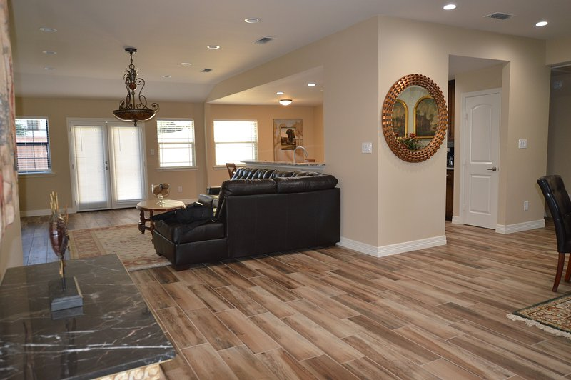 Beautiful home in the Heart of North Dallas, holiday rental in Dallas