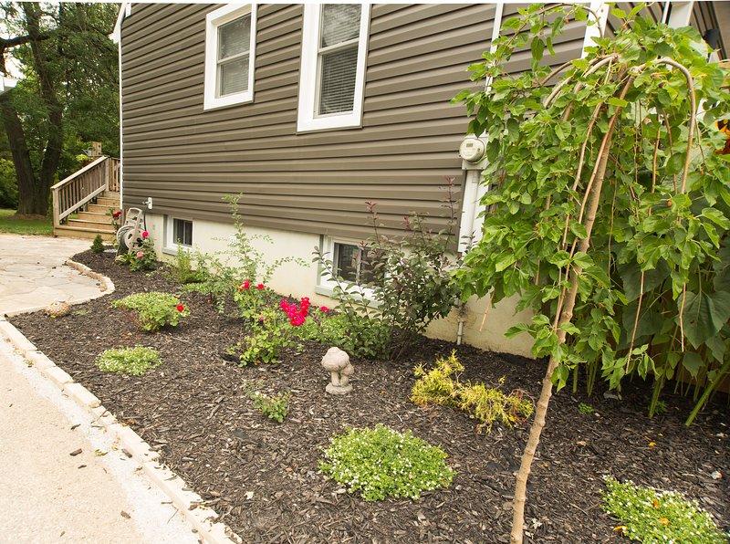 Side Rose jardim convida os hóspedes a Pidgeon Place!
