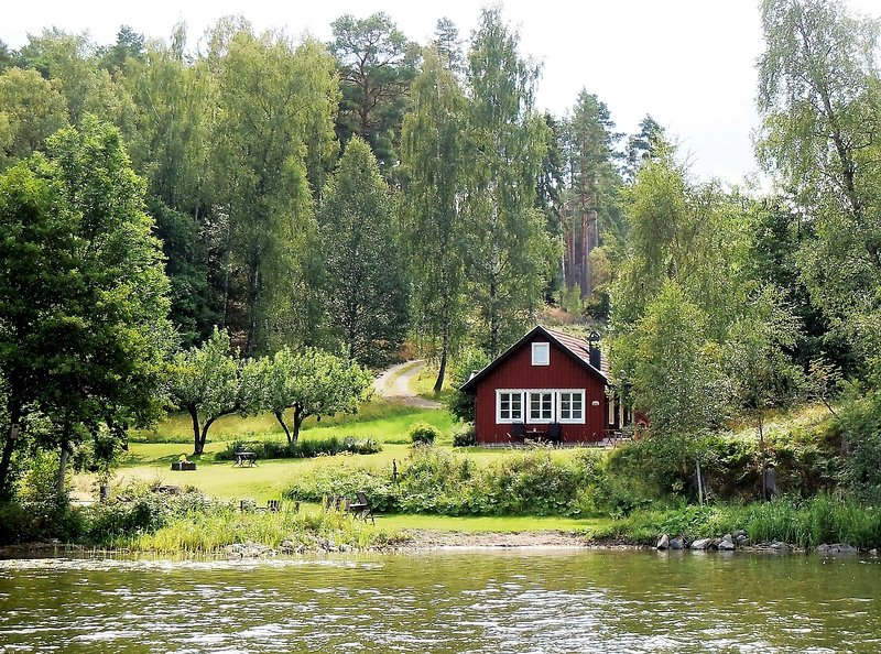 Lakefront beach property near royal Drottningholm, holiday rental in Stockholm