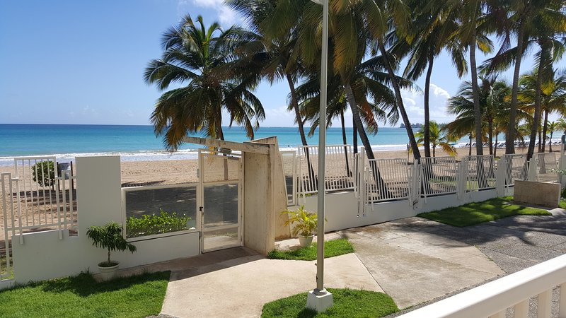 Spectacular Penthouse Beachfront, holiday rental in Isla Verde