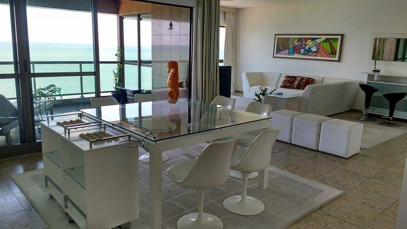 SPLENDID PANORAMIC OCEAN VIEW 180º_ AV. BOA VIAGEM, holiday rental in Recife