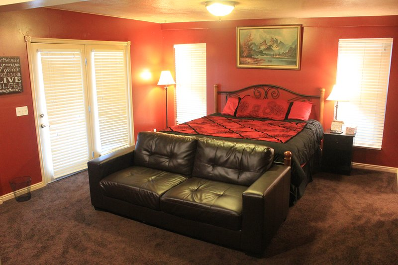 Master suite!, holiday rental in Garland