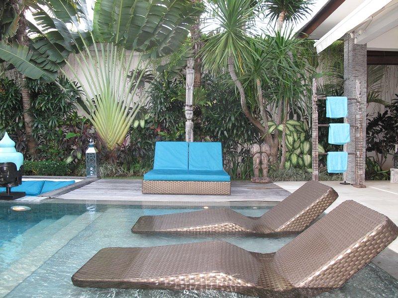 .. Oder die große Doppelliegestuhl unter der Palme ..