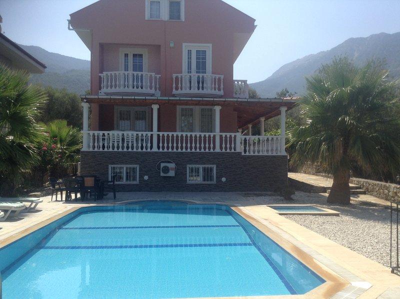 The Parsonage - 7 bedroomed detached villa, location de vacances à Ölüdeniz