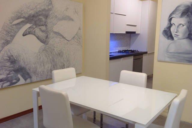 elegante apartamento con dos chimeneas, conveniente para las copias, y las familias ..