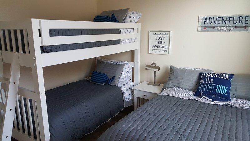 Dormitorio 4-litera y una cama completa
