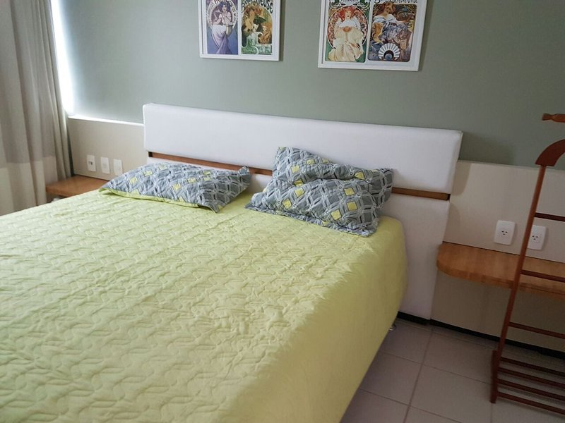 King sized bed with two single bed under it