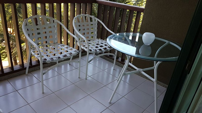 balcony with sea view and 4 chairs.