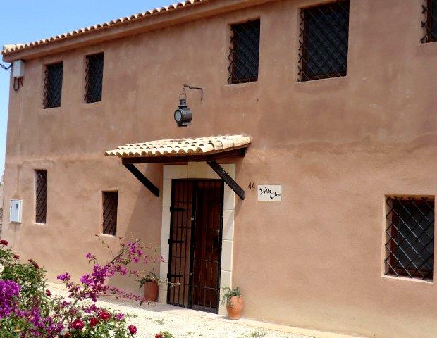 VILLA ORO - A special place for special people, casa vacanza a Cuevas de Reyllo