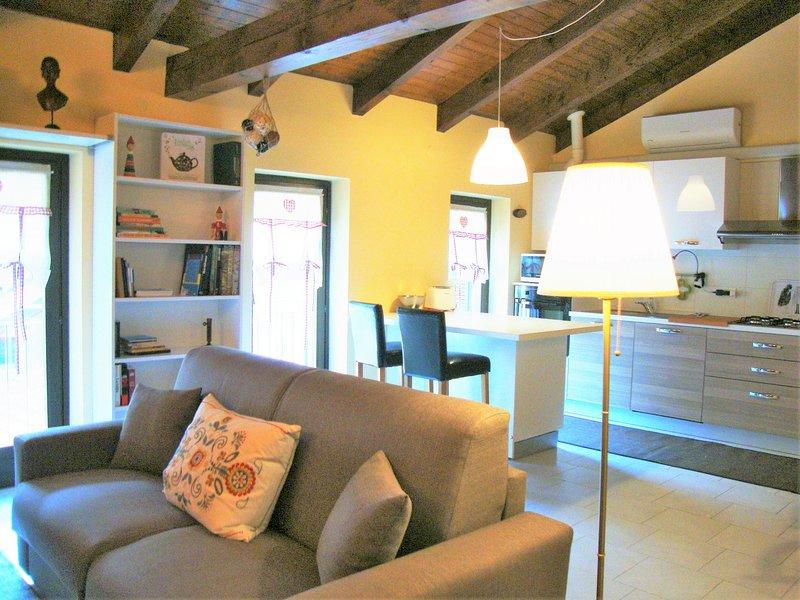 1 Casa di charme nel centro storico di Omegna, vacation rental in Casale Corte Cerro