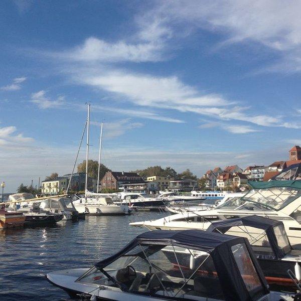 A marina em Waren 2 km