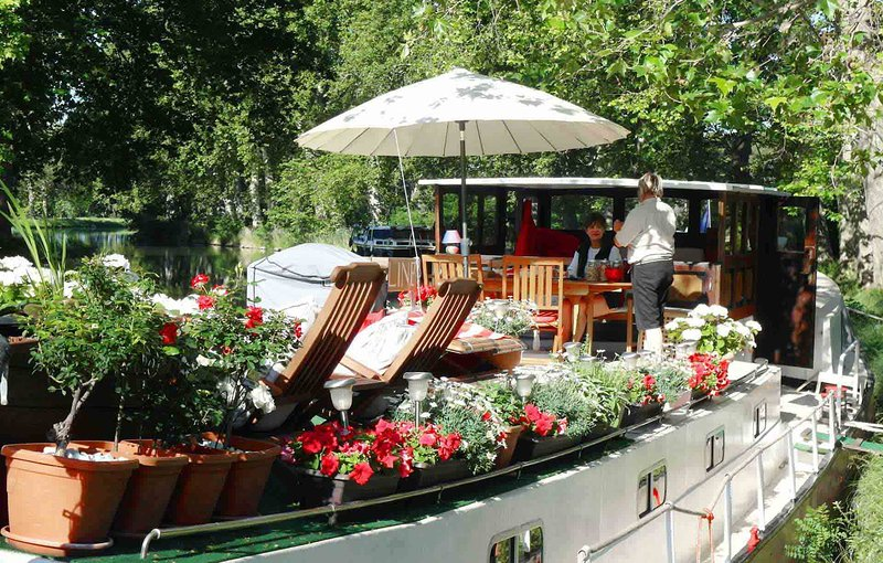 Hotel Barge Caroline Cruises Canal du Midi, vacation rental in Capestang