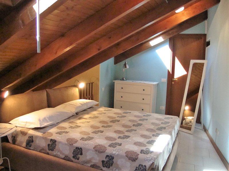 2 Casa di charme nel centro storico di Omegna, vacation rental in Casale Corte Cerro