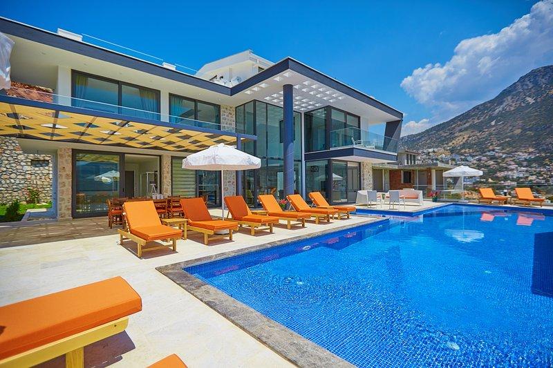 Unlimited Holidays Luxury 5 Bedroom Villa, aluguéis de temporada em Kalkan