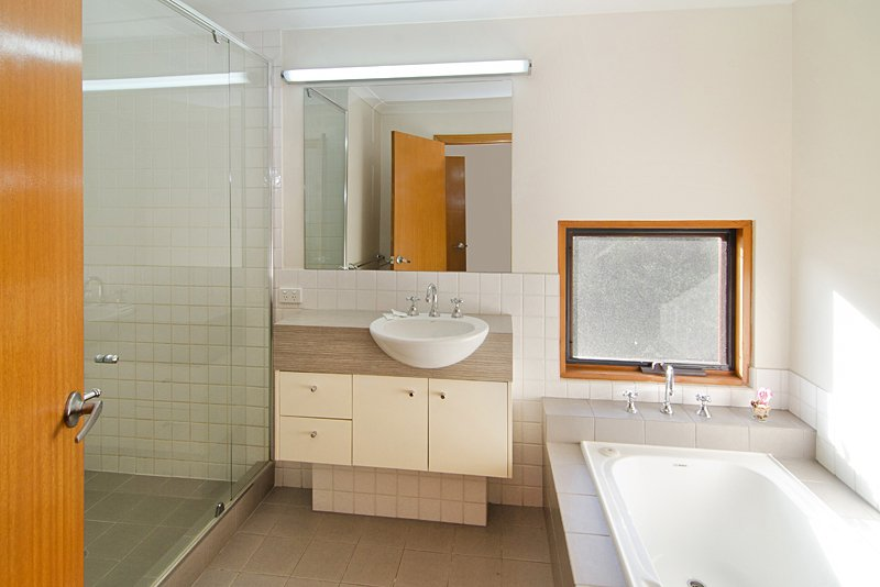Bathroom top floor. Large shower and bath with view of national park.