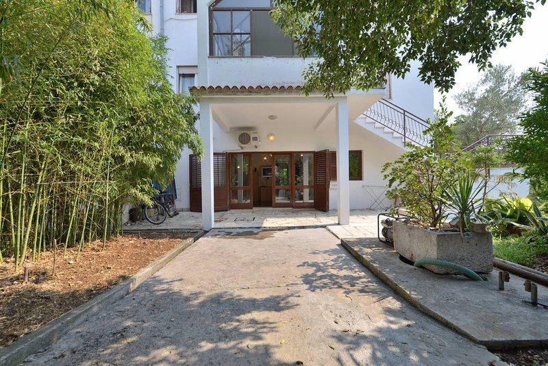 Big apartment in Seget donji, holiday rental in Donji Seget