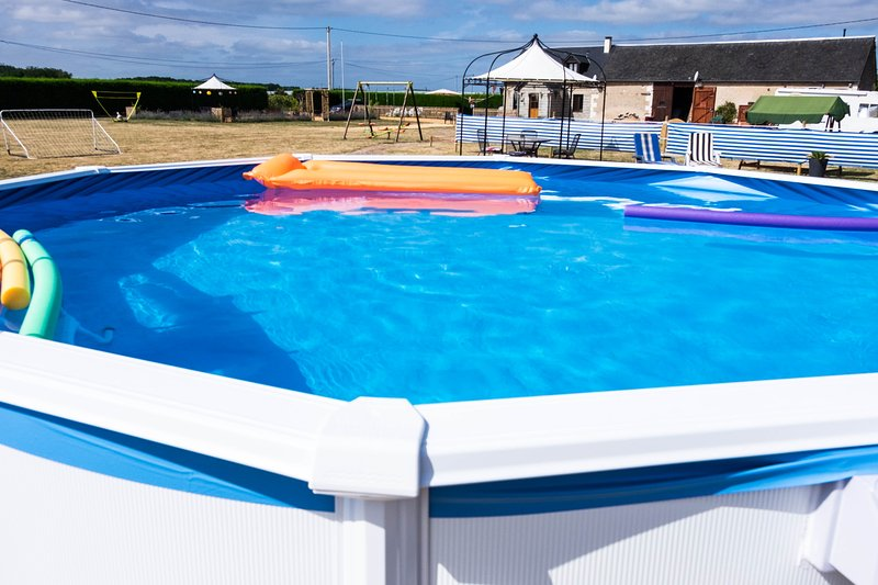 Le Piscine, Gîte Le Tremblay. Chill on a lilo and watch the buzzards soar on the warm thermals