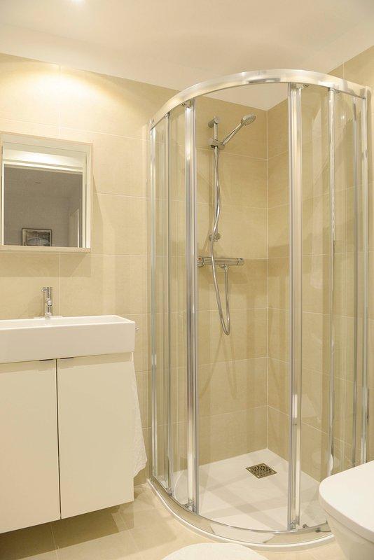 Salle de bains 2 taille .chambre classique