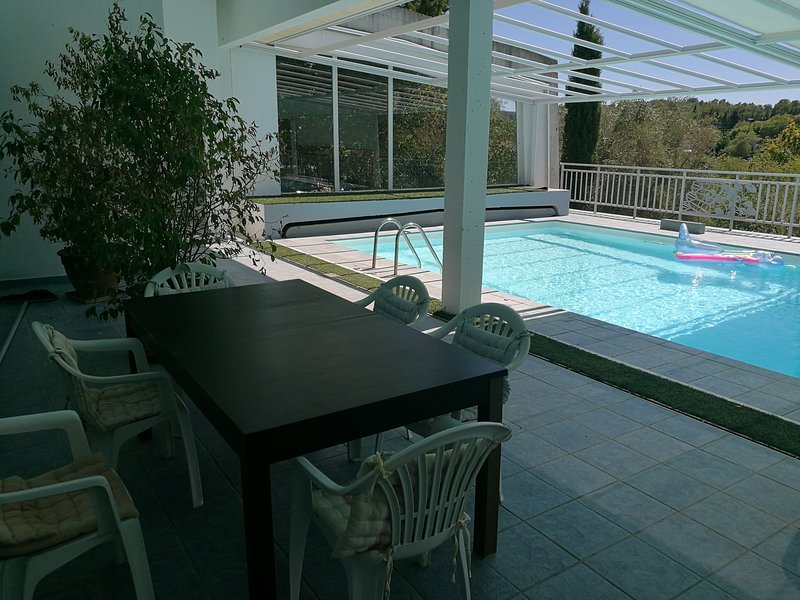 Swimming pool (15m x 6m) & outside dining area