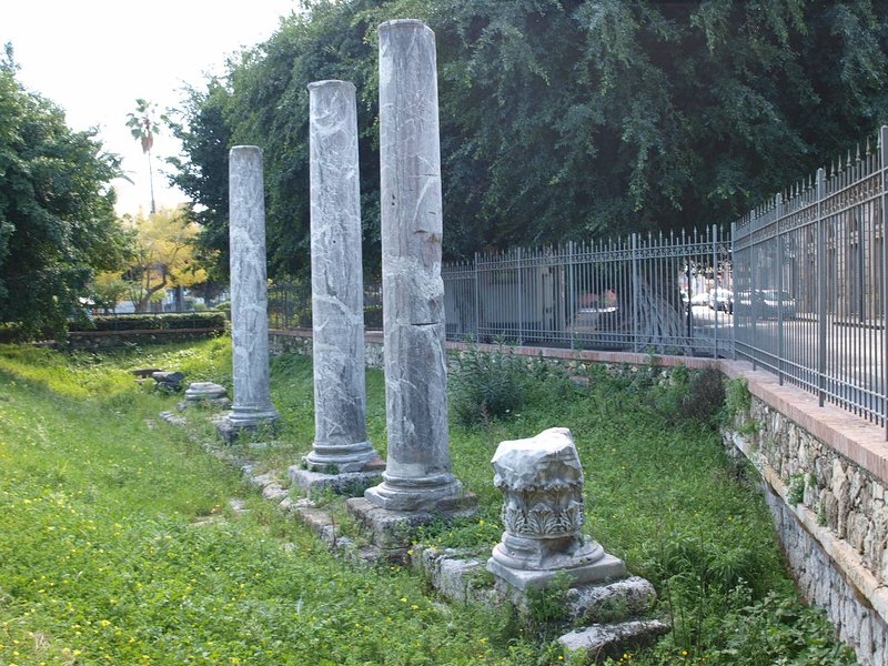 Foro Siracusano, αρχαίες ρωμαϊκές στήλες - 300 μέτρα μακριά από το διαμέρισμα